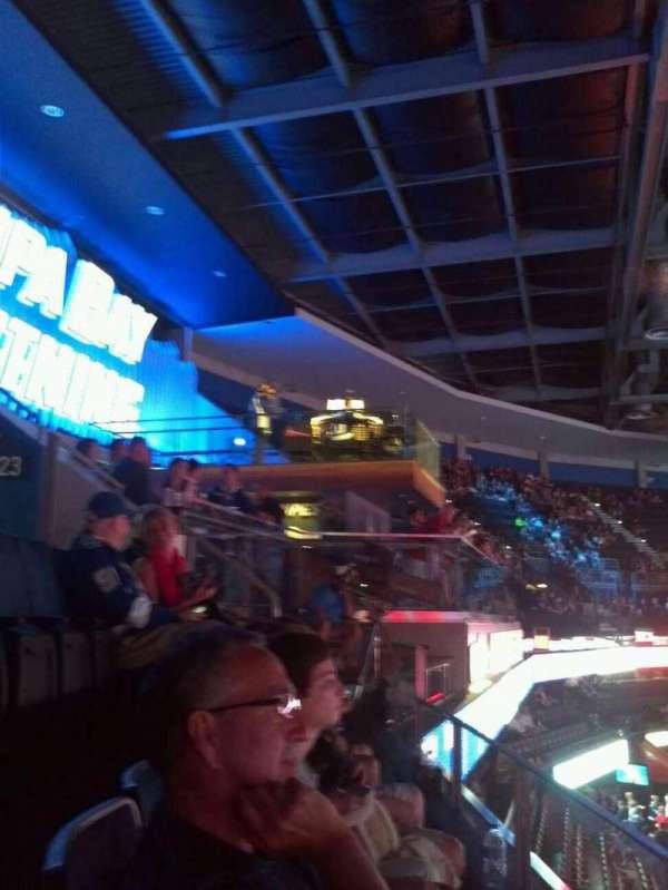 Amalie Arena, secção: 322, fila: A, lugar: 7