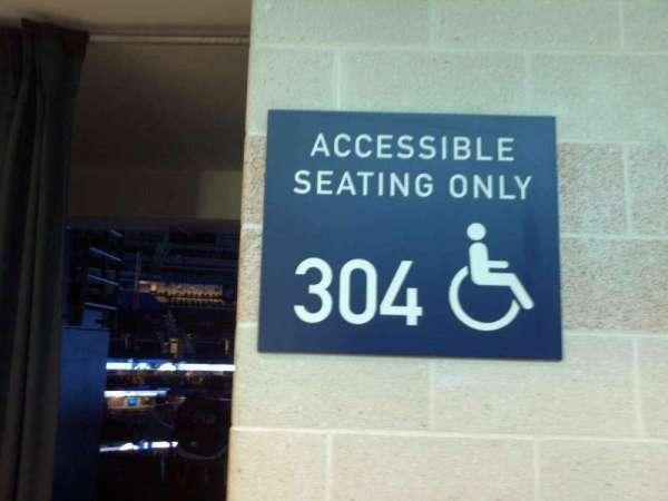 Amalie Arena, secção: 304, fila: A, lugar: 1