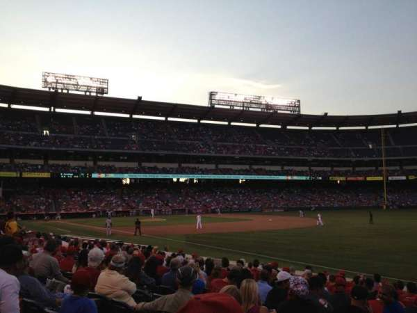 Angel Stadium, secção: 130, fila: N, lugar: 3