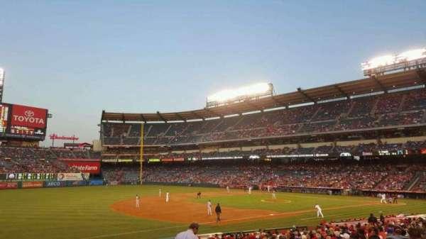 Angel Stadium, secção: 108, fila: Y, lugar: 15