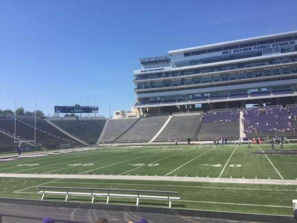 Bill Snyder Family Stadium, secção: 24, fila: 8