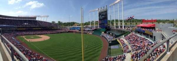 Kauffman Stadium, secção: 439, fila: A, lugar: 8