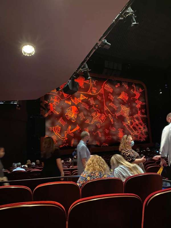 Minskoff Theatre, secção: Orchestra L, fila: R, lugar: 7