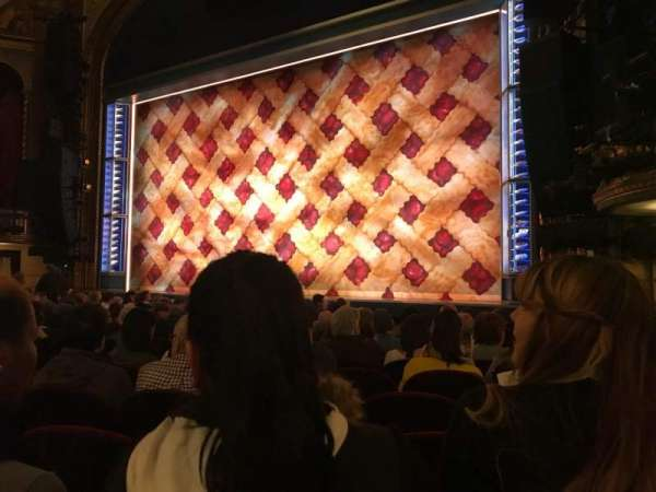 Brooks Atkinson Theatre, secção: Orchestra R, fila: K, lugar: 14