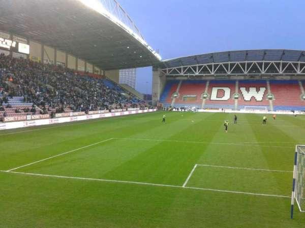 DW Stadium, secção: North Stand