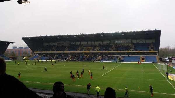 Kassam Stadium, secção: North Stand, fila: T