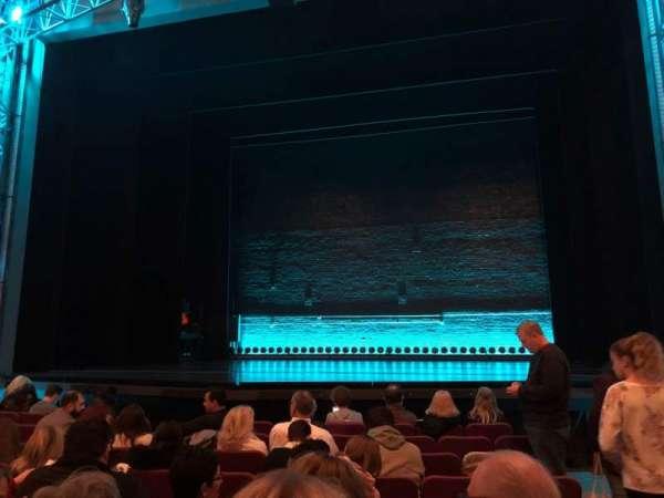 Broadhurst Theatre, secção: Orchestra C, fila: J, lugar: 114
