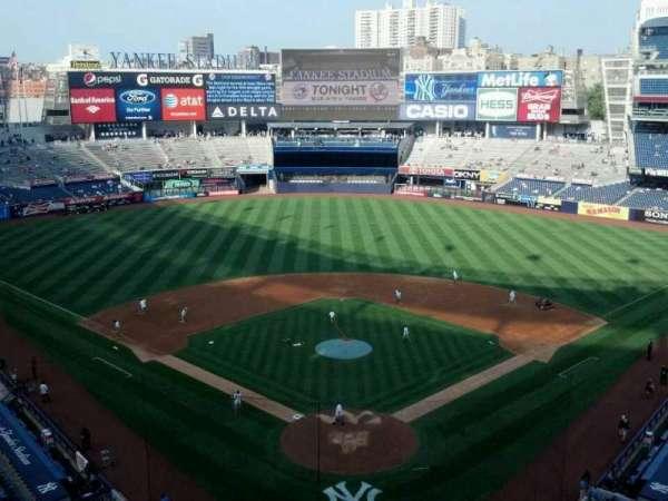 Yankee Stadium, secção: 320b, fila: 4, lugar: 12