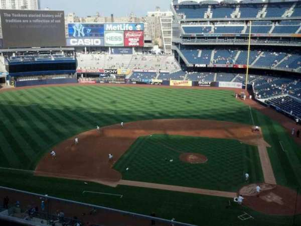 Yankee Stadium, secção: 323, fila: 3, lugar: 8