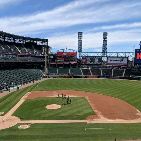 Guaranteed Rate Field, secção: 324, fila: 2, lugar: 9