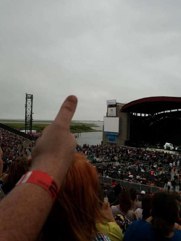 Jones Beach Theater, secção: 6L, fila: EE, lugar: 1