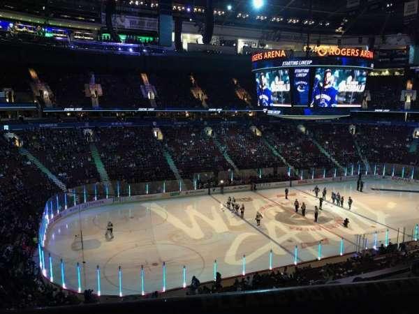Rogers Arena, secção: 311, fila: 4