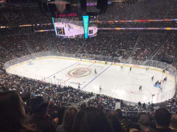 T-Mobile Arena, secção: 226, fila: E