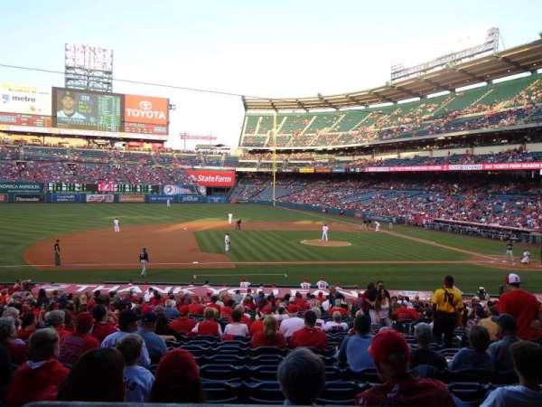 Angel Stadium, secção: T211, fila: A