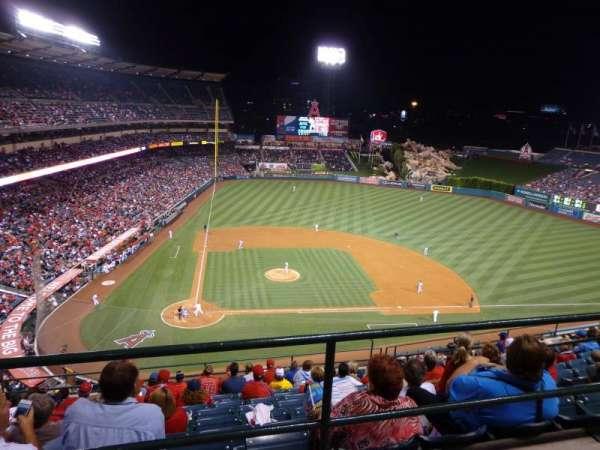 Angel Stadium, secção: 525, fila: A
