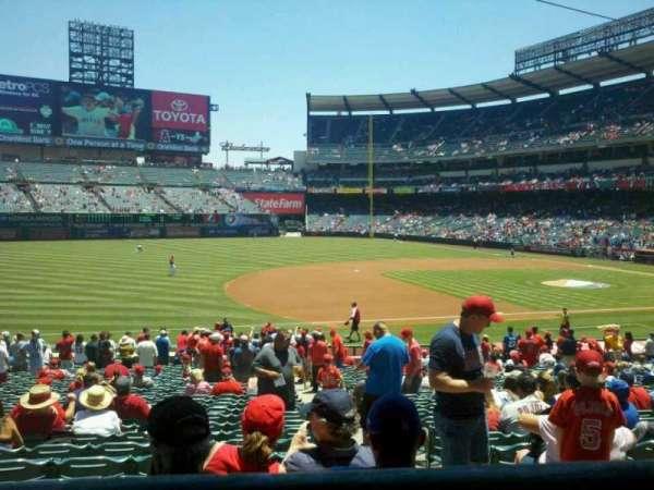 Angel Stadium, secção: 209, fila: A, lugar: 14