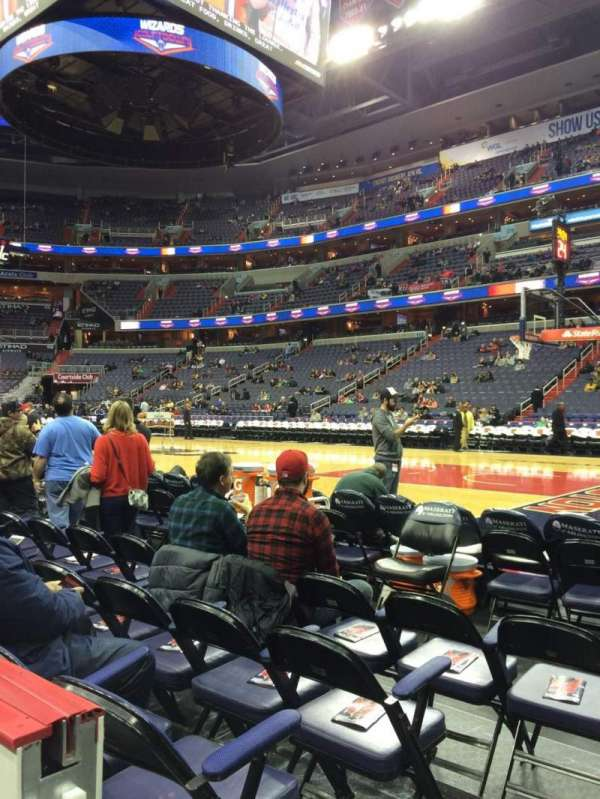 Capital One Arena, secção: 102, fila: A, lugar: 1
