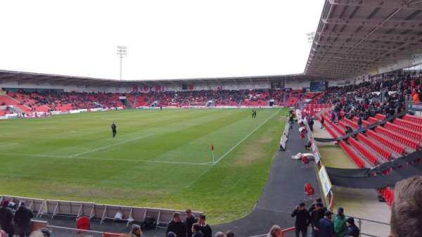 Keepmoat Stadium, fila: L, lugar: 0826
