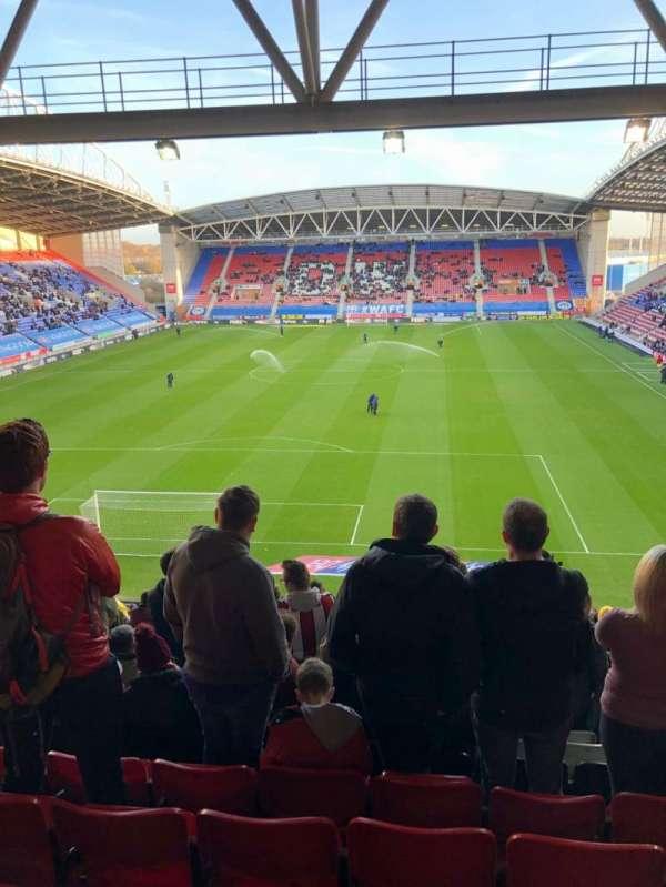 DW Stadium, secção: N3, fila: HH, lugar: 64