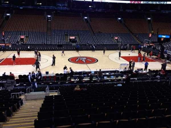 Scotiabank Arena, secção: 120, fila: 20, lugar: 42
