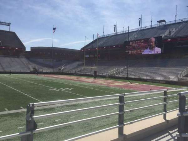 Alumni Stadium, secção: E, fila: 7