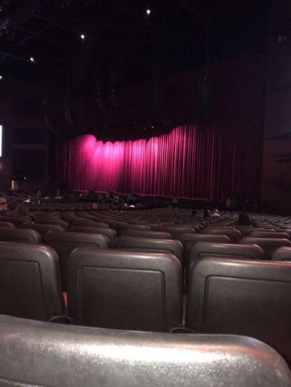 Microsoft Theater, secção: Orchestra Right, fila: HH, lugar: 113