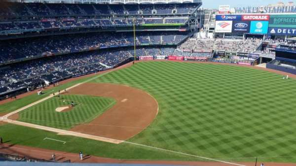 Yankee Stadium, secção: 413, fila: 1, lugar: 5