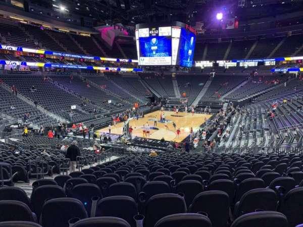 T-Mobile Arena, secção: 2, fila: W, lugar: 5