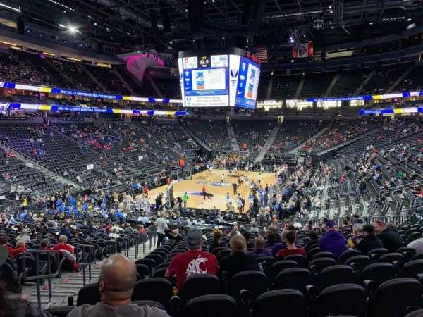 T-Mobile Arena, secção: 2, fila: W, lugar: 3