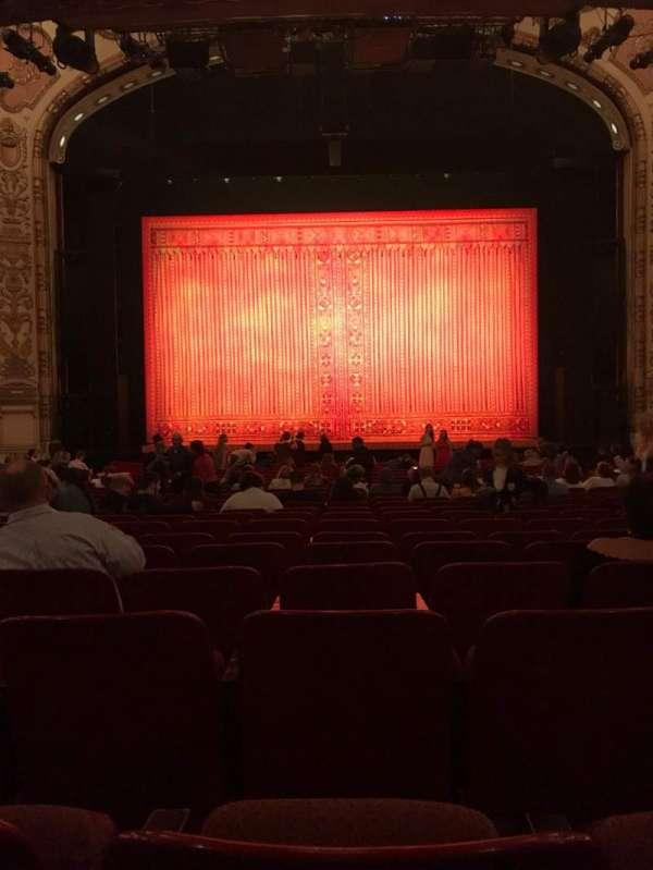 Cadillac Palace Theater, secção: Orchestra C, fila: T, lugar: 110