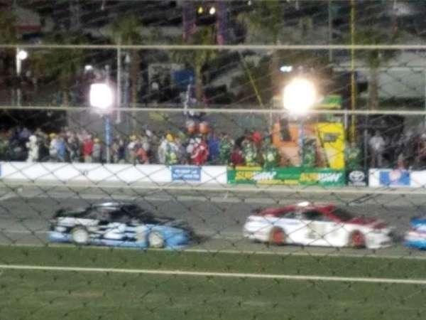 Daytona International Speedway, secção: axalta, fila: 3, lugar: 22