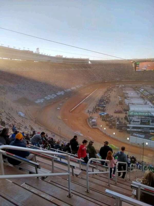 Bristol Motor Speedway, secção: waltrip u, fila: 52, lugar: 18