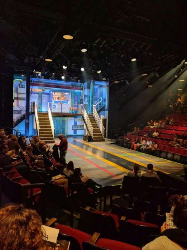 Circle in the Square Theatre, secção: Orchestra 100 (Odd), fila: E, lugar: 121