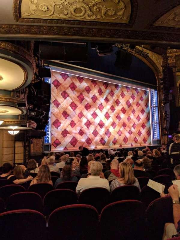 Brooks Atkinson Theatre, secção: Orchestra L, fila: N, lugar: 23