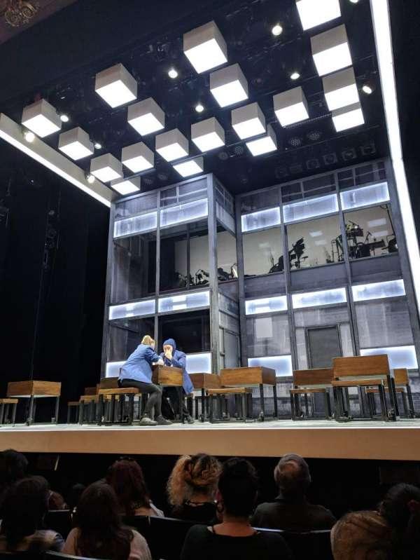 Apollo Theatre, secção: Stalls, fila: E, lugar: 5