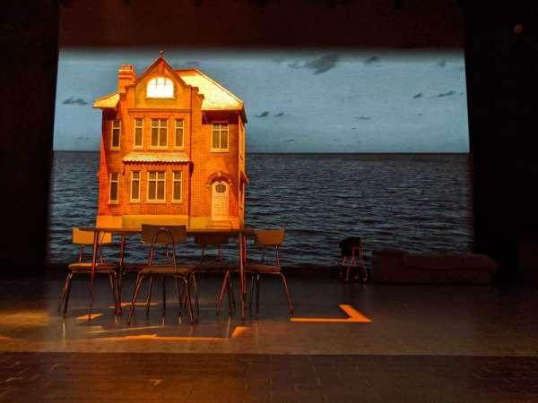 New York Theatre Workshop, secção: Orchestra, fila: A, lugar: 11