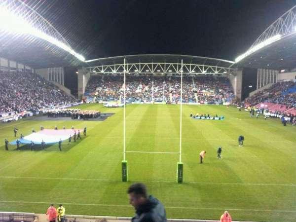 DW Stadium, secção: north, fila: x, lugar: 90