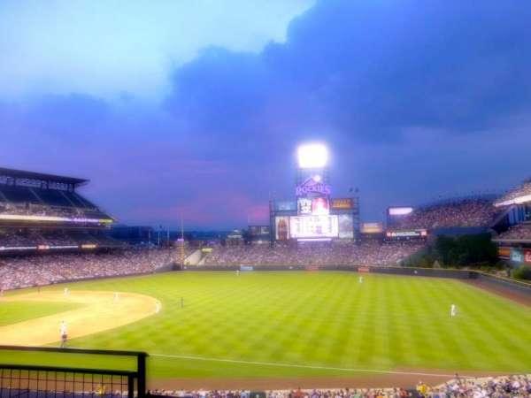 Coors Field, secção: 216, fila: 3, lugar: 15