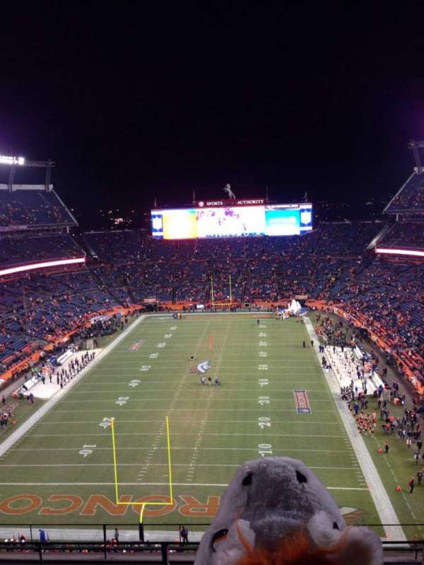 Broncos Stadium at Mile High, secção: 520, fila: 6, lugar: 3