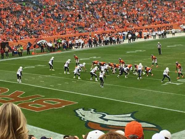 Broncos Stadium at Mile High, secção: 128, fila: 25, lugar: 37