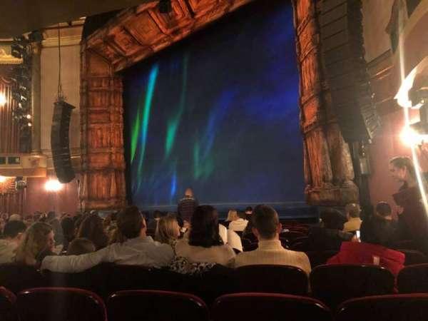 St. James Theatre, secção: Orchestra R, fila: L, lugar: 24