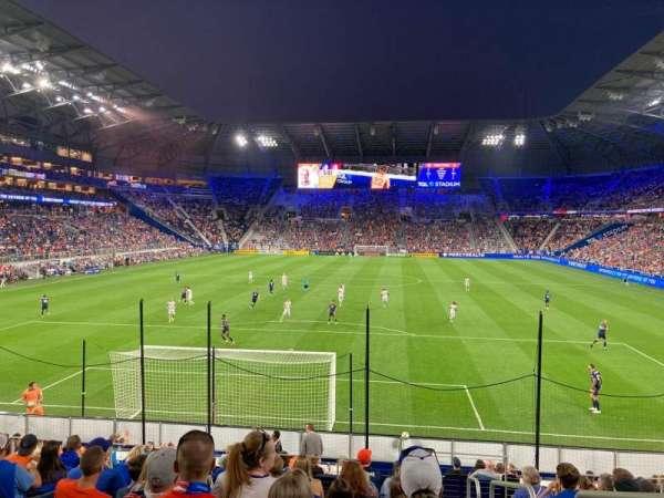 TQL Stadium, secção: 128, fila: 17, lugar: 1