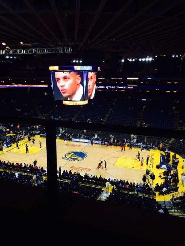 Oakland Arena, secção: 215, fila: 1, lugar: 6