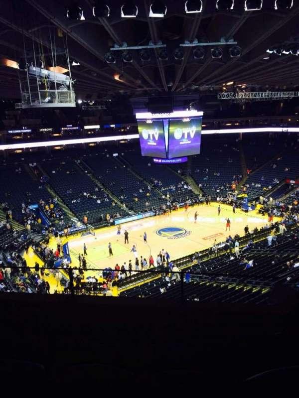 Oakland Arena, secção: 220, fila: 4, lugar: 3