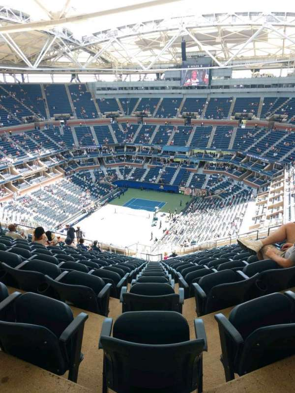 Arthur Ashe Stadium, secção: 324, fila: W, lugar: 15