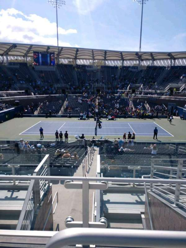Billie Jean King National Tennis Center, Grandstand, secção: AA, fila: G, lugar: 13