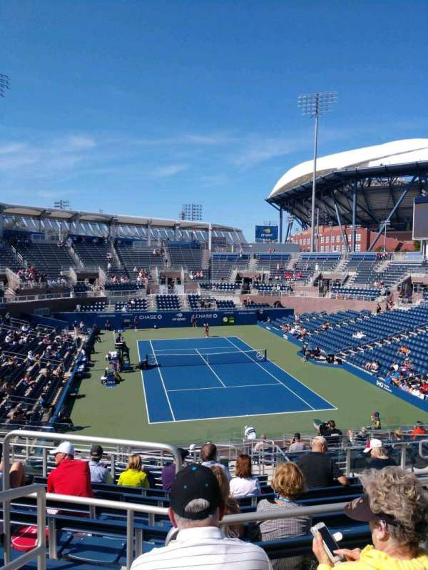 Billie Jean King National Tennis Center, Grandstand, secção: R, fila: C, lugar: 1