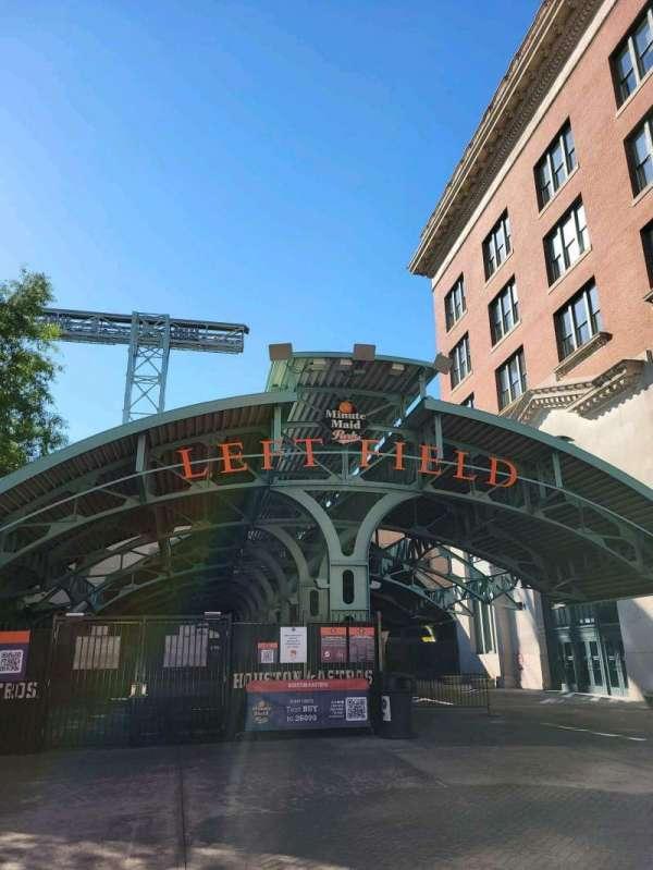 Minute Maid Park, secção: left field gate