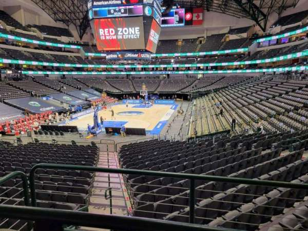 American Airlines Center, secção: 111, fila: Y, lugar: 8