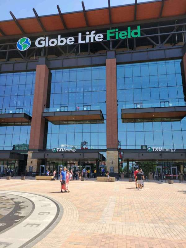 Globe Life Field, secção: txu energy north entry